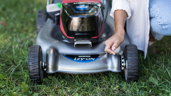 Front view of izy-ON mower.