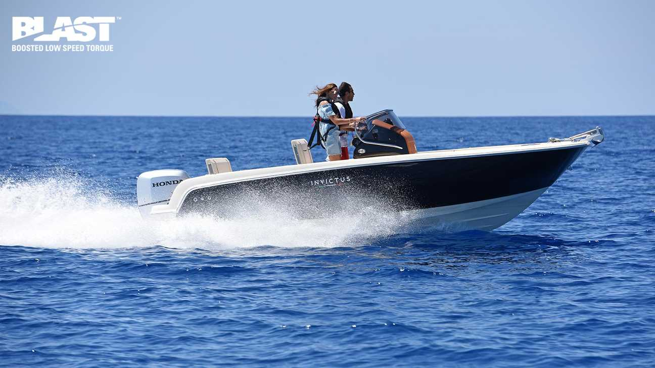 Speed boat in sea with a Honda BF150 outboard engine