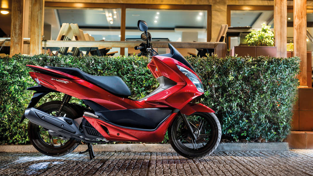 Honda-Scooter-PCX125-En situation-Rouge Pearl Siena-Statique