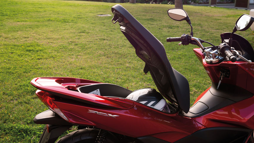 Honda-Scooter-PCX150-Studio-Rouge Pearl Siena-Selle