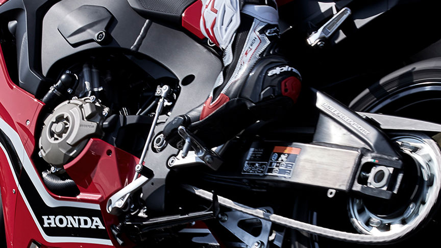 Gros plan du Quickshifter (en option) de la Honda CBR1000RR.